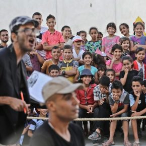Une compagnie de théâtre s'attaque à l'injustice sociale dans les rues de Gaza