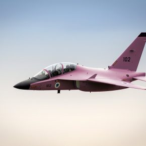 Israël peint un avion de chasse en rose pour mieux sensibiliser sur le cancer du sein, mais empêche les malades de cancer de Gaza de recevoir un traitement