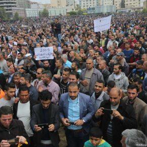Des milliers de personnes se rassemblent à Gaza tandis que les protestations se poursuivent contre la réduction des salaires par l'AP