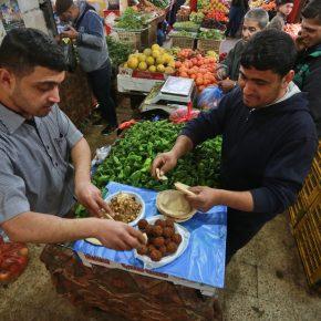 « Le kebab de l'homme pauvre » est une nourriture chérie à Gaza