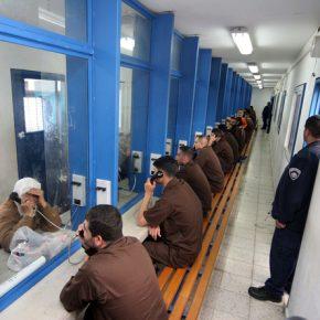 Des heures d'affronts pour quelques minutes avec mon frère: mon voyage mensuel dans une prison israélienne