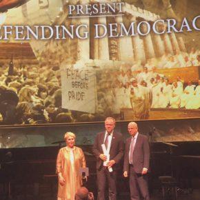 """Quand RSF accepte de recevoir un """"prix de la démocratie"""" d'un régime qui mutile les journalistes palestiniens et internationaux"""