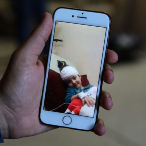 Israël a laissé une petite fille atteinte d'un cancer souffrir toute seule