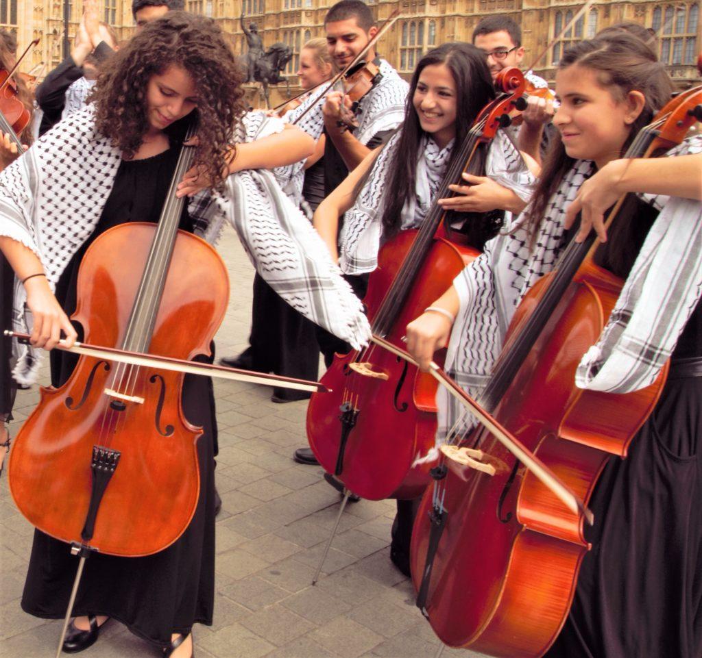 Des jeunes musiciens palestiniens défient le « système d'oppression » dans - ART 98d012938b09423bb1cb49111d791c4f_7-1024x961