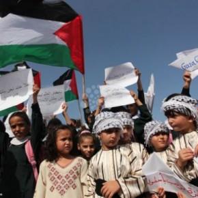 Les enfants de Gaza attendent le bateau des femmes pour Gaza